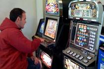 Игровые автоматы и казино: безобидное увлечение или опасная мания?