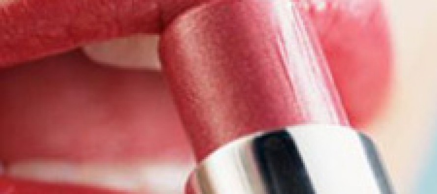Доказано, макияж делает женщин умнее