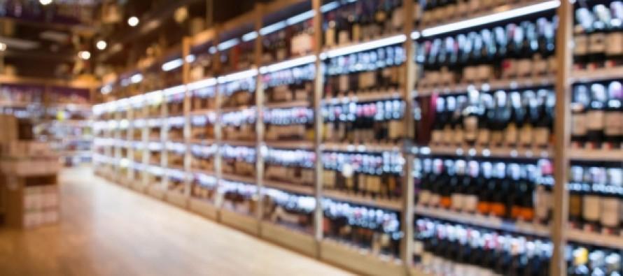 Минздрав поддержал идею убрать алкоголь с открытых полок в магазинах