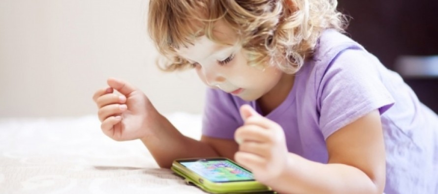 ВОЗ предупредила об опасности гаджетов для детей до пяти лет