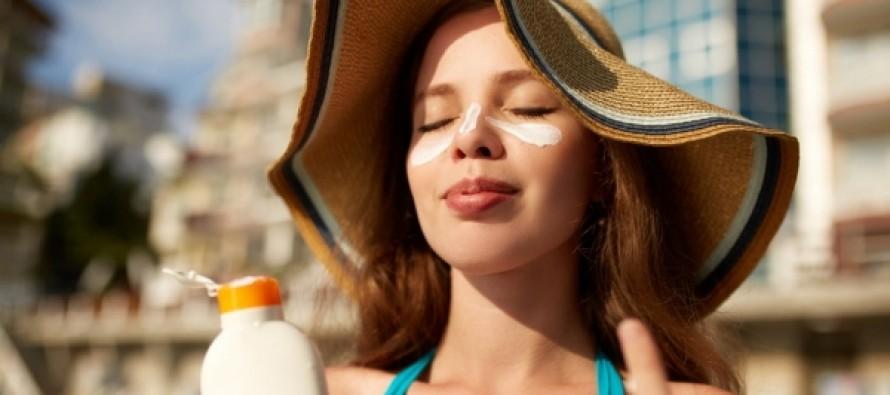Медики рассказали о потенциальной опасности солнцезащитных средств