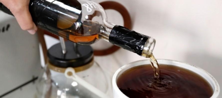 Медики рассказали об опасности совмещения чая и алкоголя