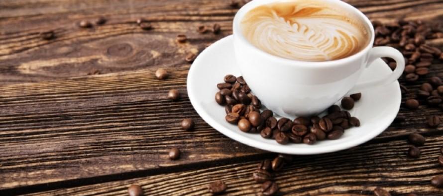 Врачи предупредили об особой опасности употребления кофе летом