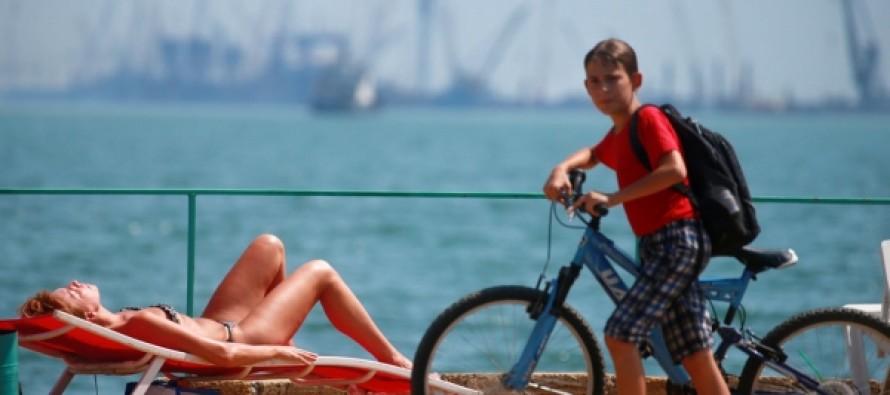 Сколько пить и что есть: Роспотребнадзор рассказал о защите от жары