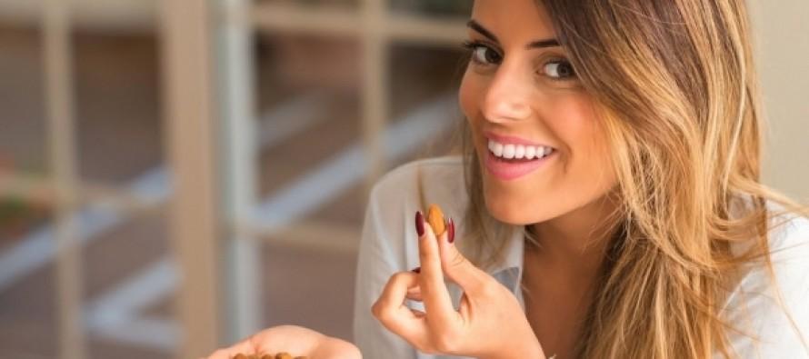 Ученые выяснили, сколько нужно есть орехов для профилактики ожирения